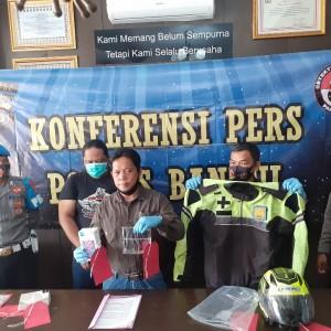 "Polisi Tangkap ""Polisi"",  Peras Petugas Koperasi di Bantul"