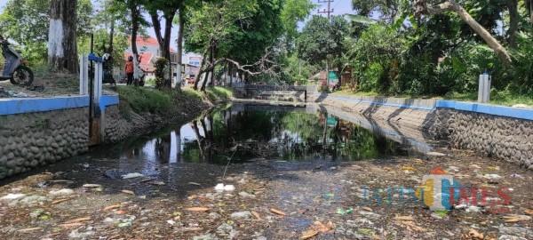 Dewan Soroti Pencemaran Limbah Industri di Sungai Gude Ploso Jombang