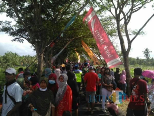 Ribuan warga mulai berdatangan ke Pandawangi Lumajang (Foto : Moch. R. Abdul Fatah / Jatim TIMES)