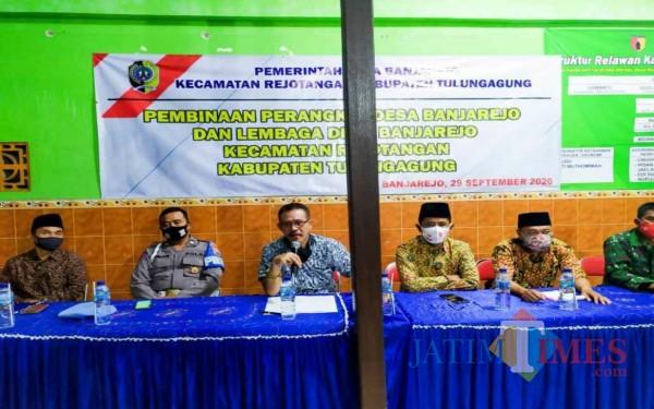 Camat Rejotangan berama Kepala Desa Banjarejo dan sejumlah perangkat dapat pembinaan / Foto : Istimewa / Tulungagung TIMES