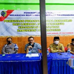 Disiplinkan Jam Kantor, Pembinaan Perangkat Desa Banjarejo Tingkatkan Mutu Pelayanan