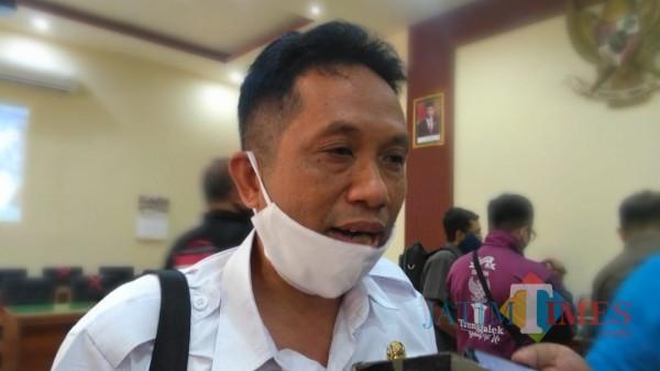 Edif Hayunan Siswanto usai hadiri rapat bersama Komisi 1 DPRD Trenggalek