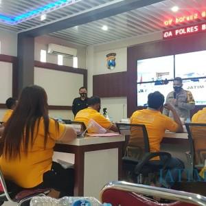 Kawal Pilkada, Kapolres Blitar Kota Bersama Netizen Ikuti Pembinaan dari Polda Jatim