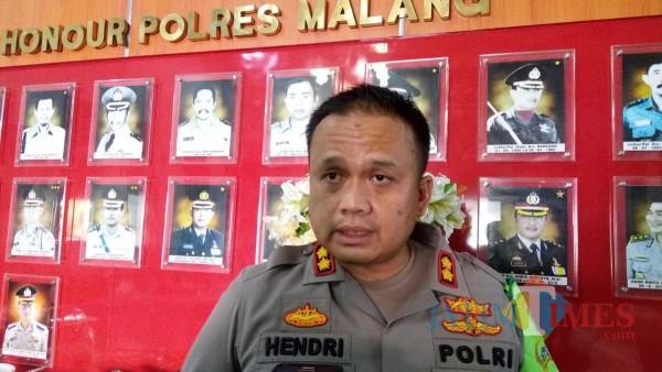 Kapolres Malang AKBP Hendri Umar saat ditemui awak media di lobby Mapolres Malang, Rabu (30/9/2020). (Foto: Tubagus Achmad/MalangTimes)