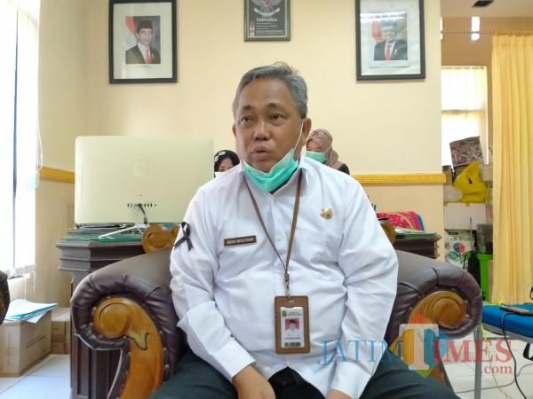 Kepala Dinas Kesehatan Kabupaten Sumenep, Agus Mulyono sewaktu ditemui diruang kerjanya (Foto: Syaiful Ramadhani/JatimTIMES)