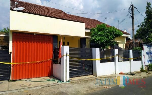 Rumah guru TK yang digerebek Polrestabes Surabaya di Dusun Pengkol, Desa Ceweng, Kecamatan Diwek, Jombang. (Foto : Adi Rosul / JombangTIMES)