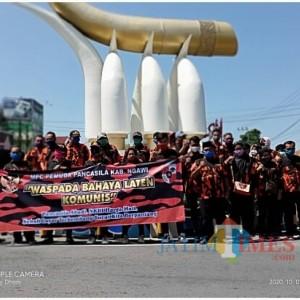 Peringati Kesaktian Pancasila, Pemuda Pancasila Ngawi Turun ke Jalan Bagi Masker