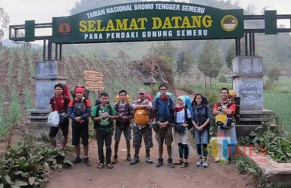 Weekend, Pembukaan Jalur Pendakian Gunung Semeru Full Booking