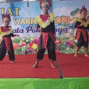 Geliatkan Wisata, Kampung Warna Warni Suguhkan Tarian Tradisi