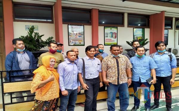 Para pedagang pasar Blimbing yang hadir dalam sidang perdana gugatan class action PN Kota Malang (Anggara Sudiongko/MalangTIMES)