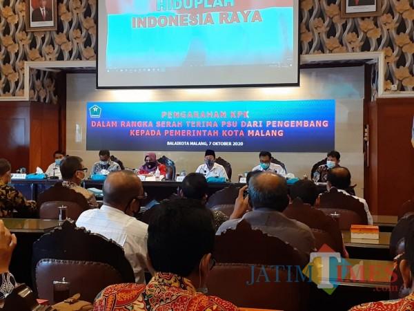 Acara Pengarahan KPK Dalam Rangka Serah Terima PSU dari Pengembang kepada Pemerintah Kota Malang, di Balai Kota Malang, Rabu (7/10). (Arifina Cahyanti Firdausi/MalangTIMES).