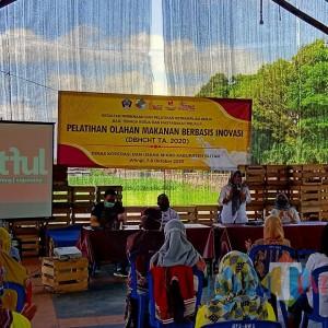 Kuatkan Usaha Mikro, Dinkopum Kabupaten Blitar Gelar Pelatihan Olahan Makanan