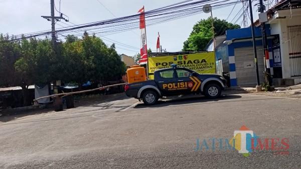 Tampak jalan utama di kecamatan saronggi sumenep diberlakukan lockdown