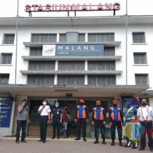 21 Polsus-Keamanan Stasiun Malang Siaga, Ratusan Penumpang Diimbau Cari Jalan Alternatif