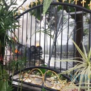 Aksi Tolak Omnibus Law Cipta Kerja Ricuh, Mobil Satpol PP Kota Malang Terbakar