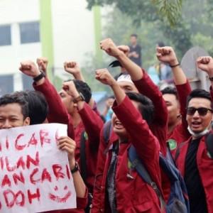 Ribuan Mahasiswa Demo Tolak UU Cipta Kerja Hari Ini di Istana, Buruh Tidak Ikut?