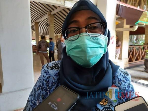 Kepala Inspektorat Kabupaten Malang, Tridiyah Maistuti saat ditemui awak media di Pendopo Agung Kabupaten Malang. (Foto: Tubagus Achmad/MalangTimes)