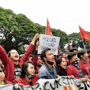 Unik dan Kreatif, Ini Kompilasi Poster-Poster Aksi Demo Mahasiswa di Gedung DPRD Kota Malang