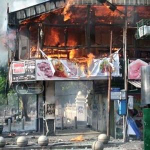 Demo Tolak Omnibus Law di Yogyakarta Berakhir Ricuh, Restoran di Malioboro Terbakar