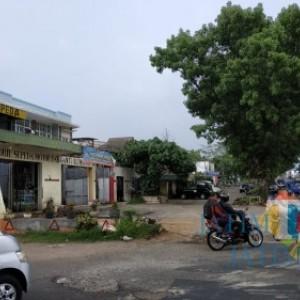 Tenggat Waktu Usai, Bangunan Cuci Mobil Depan Exit Tol Madyopuro Kapan Dieksekusi?