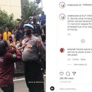 Viral Video Mahasiswi Memohon ke Polisi saat Demo untuk Minta Perlindungan Sampai Menangis