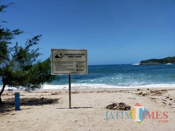Pantai Tambakrejo di Kecamatan Wonotirto Kabupaten Blitar