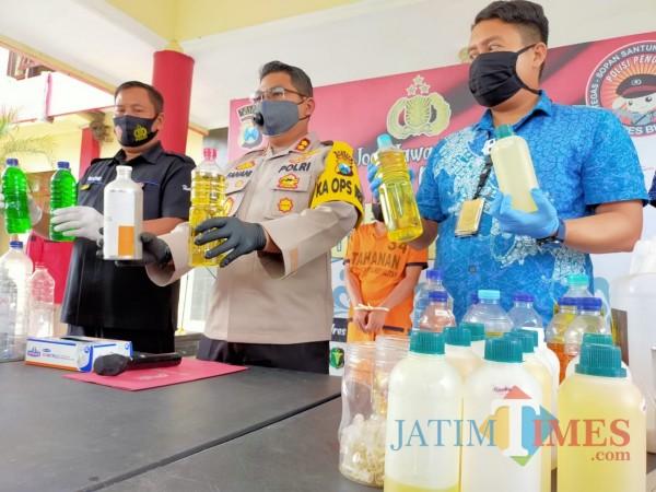Berdalih Bayar Utang, Karyawan di Blitar 2 Tahun Nyolong Bibit Parfum Milik Majikan