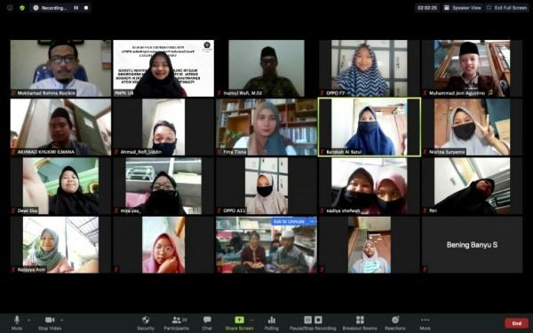 Kegiatan Pengabdian Masyarakat Dosen Pusat MPK UB dalam rangka memberi pelatihan penulisan essay populer. (Foto: istimewa)