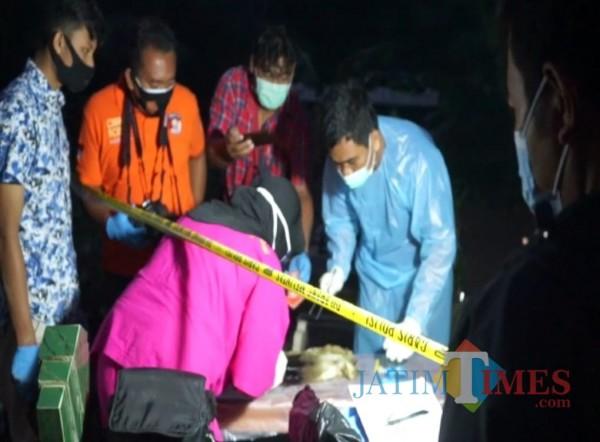 Polisi membongar makam bayi hasil aborsi