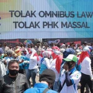 Soal Kabar Aturan Bonus 5 Kali Gaji di UU Cipta Kerja, PKS Beri Bantahan