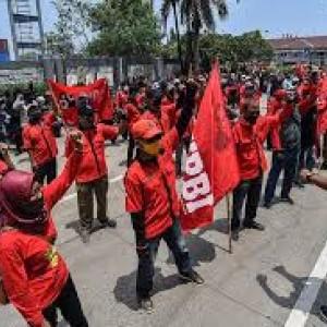 Demo Tolak UU Cipta Kerja Belum Berakhir, Ribuan Buruh Akan Datangi Istana Hari Ini