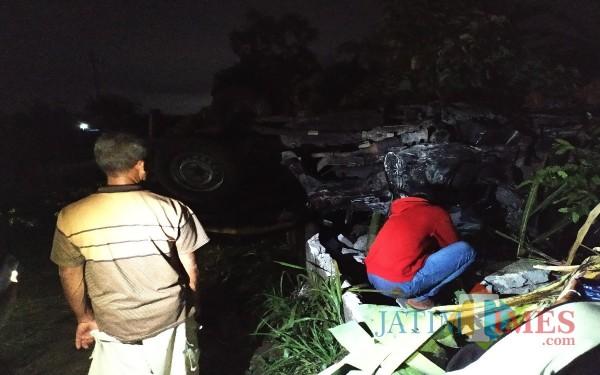 Kondisi mobil yang hancur tertubruk kereta di Pulosari / Foto : Anang Basso / Tulungagung TIMES
