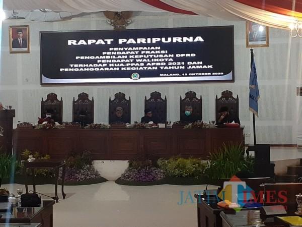 Rapat Paripurna di Ruang Sidang DPRD Kota Malang, Senin (12/10). (Arifina Cahyanti Firdausi/MalangTIMES).