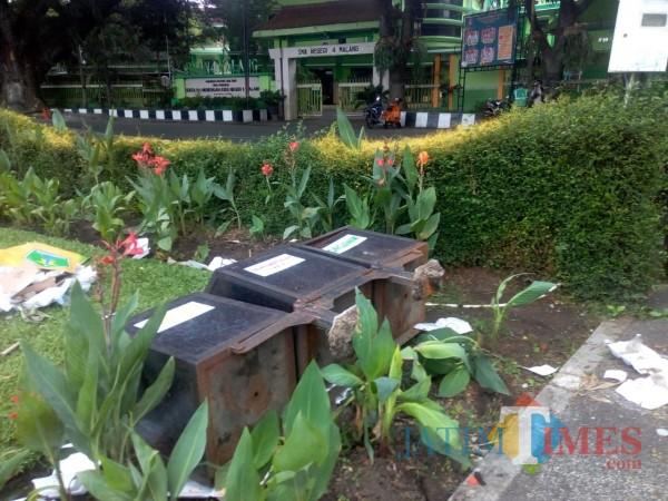 Salah satu tong sampah yang dirusak oleh demonstran saat unras Kamis (8/10/2020) (DLH Kota Malang for MalangTIMES)