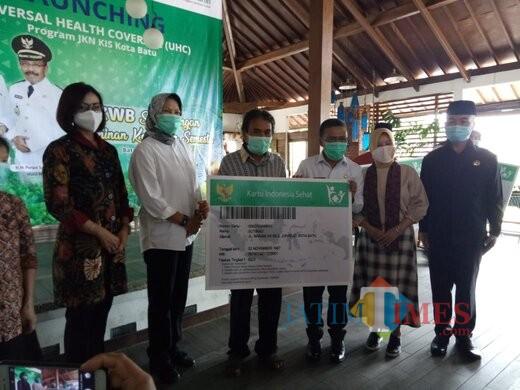 Acara launching Universal Health Clverage (UHC) Program JK KIS. (Desi Kris/MalangTIMES)