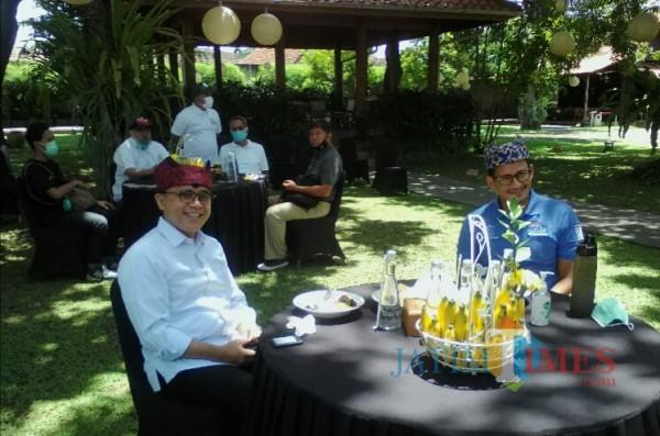 Bupati Banyuwangi saat menerima Sandiaga Uno di pendopo bagian belakang (Nurhadi Banyuwangi Jatim Times)