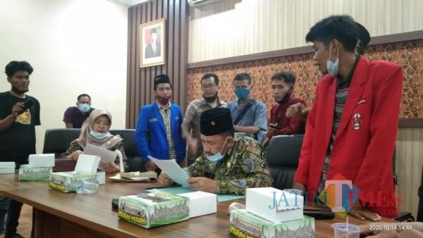 Sikapi Omnibus Law, DPRD Tulungagung Terpecah
