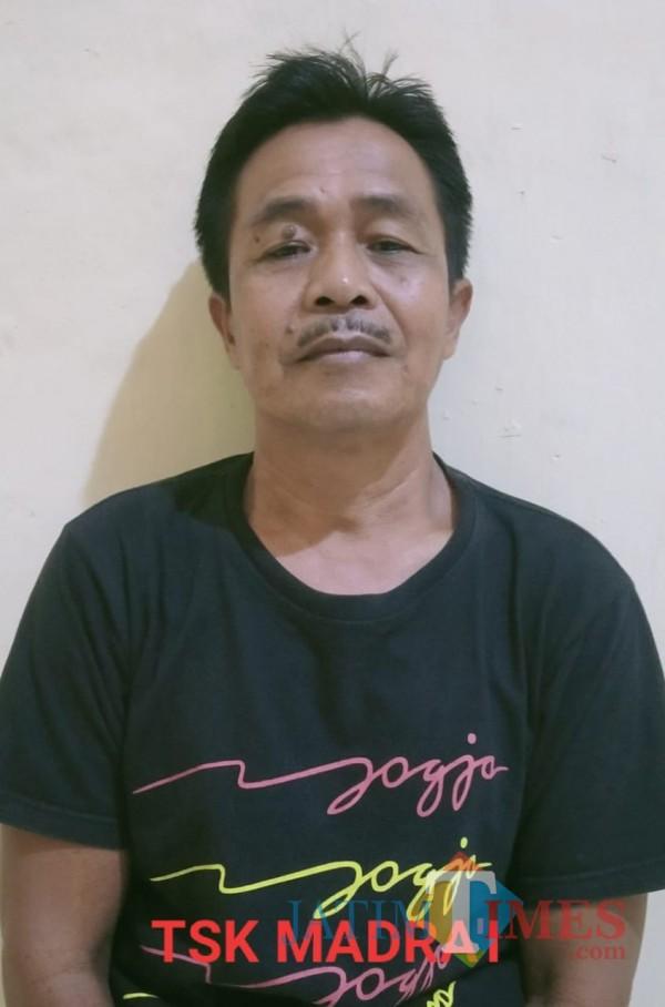 Madrai pelaku pelecehan dan pencabulan diamankan di Mapolsek Balung (foto : istimewa / Jatim TIMES)