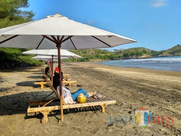 Pantai Serang, salah satu destinasi wisata di Kabupaten Blitar yang sudah kembali dibuka untuk wisatawan.(Foto : Malik Naharul/BlitarTIMES)
