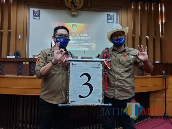 Paslon Heri Cahyono-Gunadi Handoko seusai mengambil nomor urut yang bertempat di Gedung DPRD Kabupaten Malang, Rabu (14/10/2020). (Foto: Tubagus Achmad/ MalangTIMES)