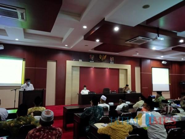 Pjs Bupati Blitar Budi Santosa membuka Musda IX MUI Kabupaten Blitar.(Foto : Aunur Rofiq/BlitarTIMES)