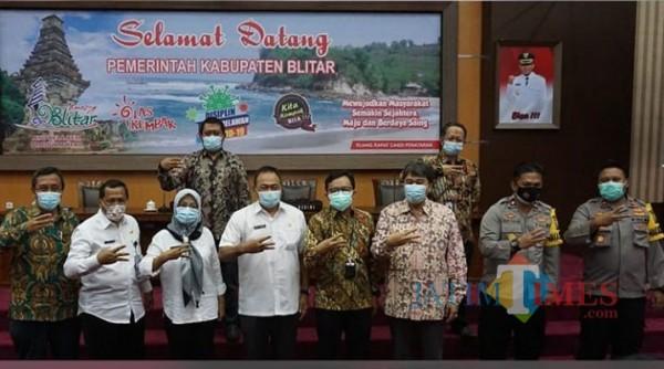 Pjs Bupati Blitar Budi Santosa membuka Rakor HLM TPID di Kantor Bupati Blitar di Kanigoro.(Foto : Aunur Rofiq/BlitarTIMES)
