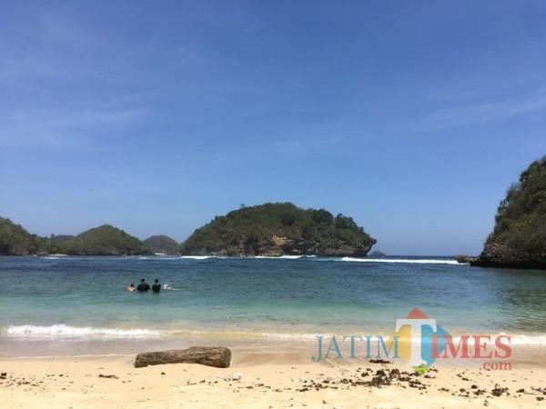 Salah satu objek wisata pantai di Kabupaten Malang yang memicu peningkatan 3 sektor penunjang pajak daerah (Foto : Dokumen MalangTIMES)