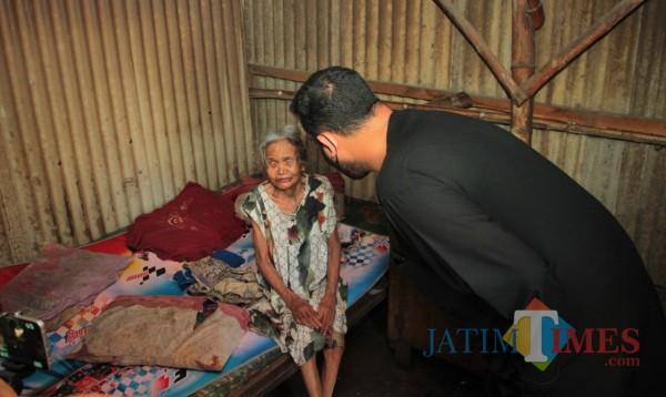 Lagi, Wali Kota Probolinggo Gunakan Gajinya untuk Ringankan Beban Lansia Sebatang Kara