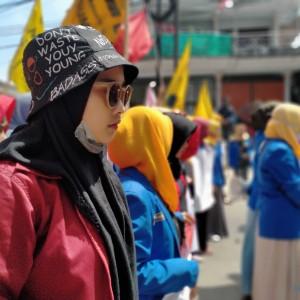 Perempuan Milenial Demo Polres Sumenep, Desak Polisi Usut Kasus Bullying Aktivis