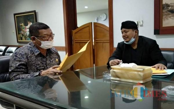 Bupati Tulungagung Maryoto Birowo menerima ketua LSM Bintara di pendopo. / Foto : Anang Basso / Tulungagung TIMES