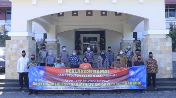 Deklarasi menolak aksi anarkis yang dilakukan FKUB dan FPK.