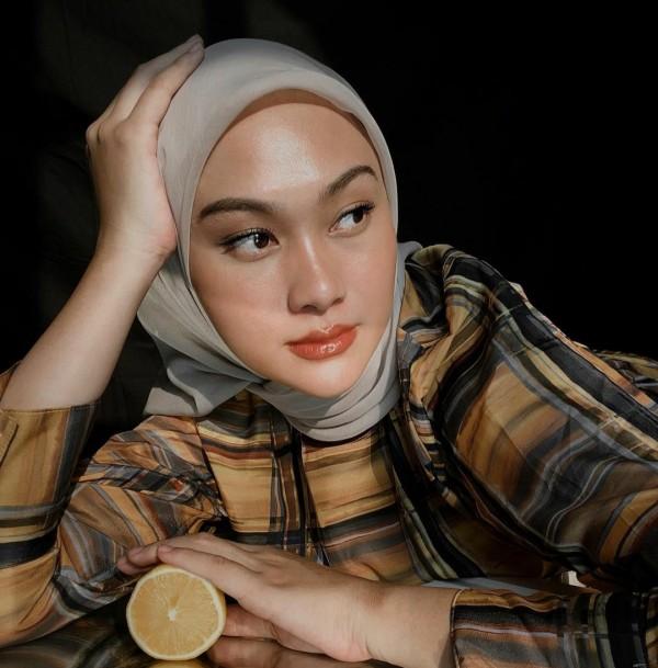 1 Baju 3 Look Berbeda, Contek Padu Padan Long Tunik Ala Indah Nada Puspita