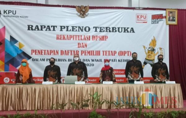 KPU Kabupaten Kediri menggelar Penetapan data pemilih dalam Pilkada Kabupaten Kediri. (Eko arif s/Jatimtimes)