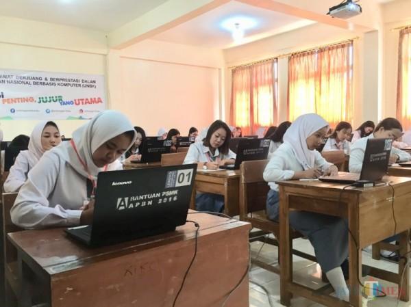 Para pelajar SMKN 1 Kota Batu saat mengikuti ujian nasional sebelul pandemi di sekolahnya. (Foto: Irsya Richa/MalangTIMES)